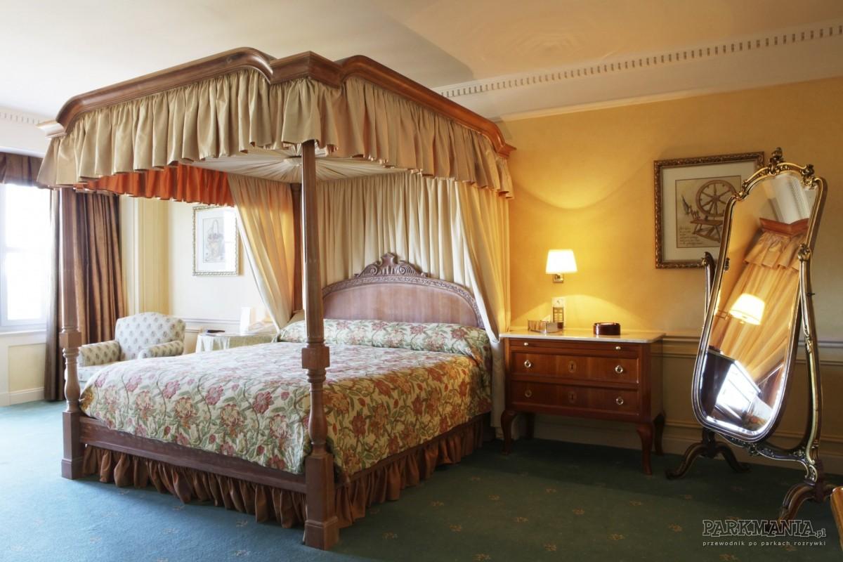 disneyland_paryz_hotel